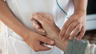Canton de Neuchâtel: pourquoi une baisse de 0,2% des primes maladie réjouit le ministre des affaires sociales