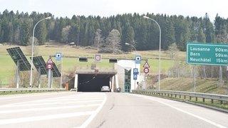 La Chaux-de-Fonds: il heurte le trottoir à l'entrée du tunnel du Mont-Sagne