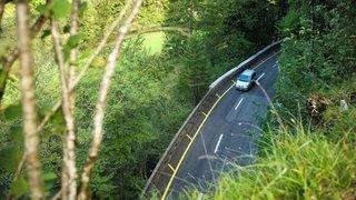 Un motard glisse sur une flaque d'huile sur la route de Biaufond